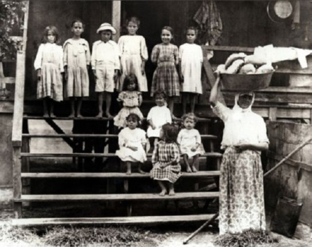 Portuguese immigrant family in Hawaii 19th century